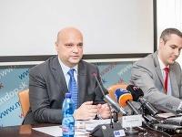 Zľava: Štátny tajomník Ministerstva dopravy, výstavby a regionálneho rozvoja SR František Palko a hovorca MDVRR SR Martin Kóňa