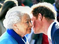 Princ Harry a britská kráľovná Alžbeta II.