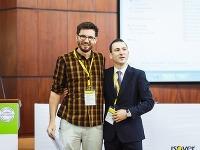 Tomáš Boroš (vľavo) s Gabrielom Golumbeanu, hlavným organizátorom súťaže ISOVER