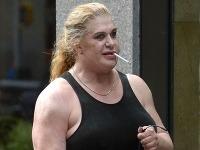 Nicole vyzerá ako brat Mickeyho Rourka
