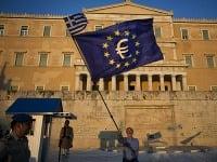 Gréci demonštrovali za zotrvanie v eurozóne.