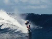 Surf a motorka v jednom
