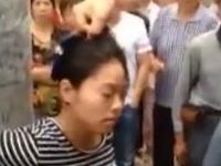 Žena si vytrpela výprask od dedinčanov