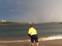 Brian fotí búrku v meste Newcastle