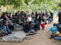 Migranti čakajú v Nemecku na registráciu.