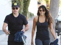 Matt Damon sa pýši svalnatým telom a krásnou manželkou Lucianou.