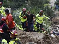 Masívne zosuvy pôdy si vyžiadali už 59 obetí.