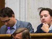 Brixi (vpravo) spolu s kolegom Martvoňom z parlamentu po voľbách vypadli