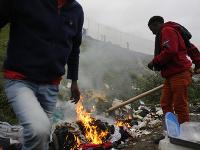 Migranti pri francúzskom prístave Calais