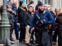 Britská polícia a vojaci hliadkujú v belgickej metropole