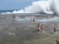 obrovská vlna na austrálskom pobreží
