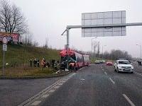 nehoda pri bratislavskom obchodnom centre