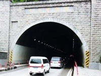 Jazdou cez tunel získate hodinu v čas
