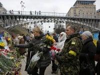 Ukrajina si pripomenula krviprelievanie na Majdane, radikáli napadli ruské banky