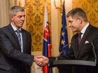 Predseda strany Most-Híd Béla Bugár a predseda strany Smer-SD Robert Fico