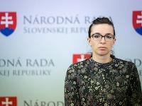 Simona Petrík s dieťatkom upútala pozornosť.