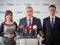 zľava podpredsedovia KDH Miroslava Szitová, Pavol Zajac a Miloš Moravčík