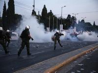 Polícia a protestujúci sa dostali do zrážok v Aténach i Solúne