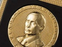 Zlatý smartfón s podobizňou Vladimira Putina