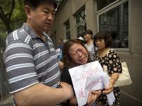 Príbuzní cestujúcich zo zmiznutého boeingu žiadajú pokračovať v pátraní
