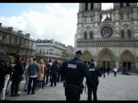 Pri parížskej katedrále Notre-Dame bolo nájdení auto s podozrivými fľašami