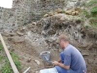 Archeologické a záchranné práce na hrade Revište.