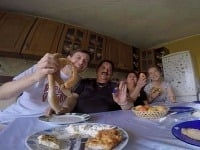 Na obede v rómskej osade