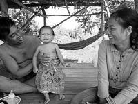 Sreymom, Kambodža, 27.9. 2016: Sreymom pribrala až 2 kg, stojí na vlastných nohách. Rodičia videli svoju dcéru konečne sa usmiať. 5.októbra Sreymom oslávila svoje prvé narodeniny.