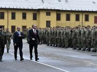 Andrej Kiska počas návštevy Veliteľstva Pozemných síl OS SR v Trenčíne