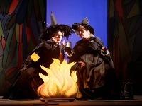 Beáta Drotárová (vľavo) ako čarodejnica Babka Zlopočasná a Adriana Krúpová ako čarodejnica Starenka Oggová.