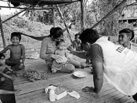 Kambodža, 27.9. 2016: Sreymom bola prjatá do MAGNA nemocnice v ťažkom stave podvýživy. Vďaka MAGNA zdravotnému tímu bola zastabilizovaná, postupne nasadená na terapeutickú stravu a v priebehu 3 týždňov pribrala 2kg. 5.októbra Sreymom oslávila svoje prvé n