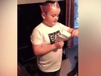 Najkrajší darček od Ježiška  VIDEO Spontánne krásnej reakcie malého chlapca  na splnený sen b45b0a5e5ea