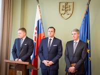 Zľava: Predseda vlády SR Robert Fico, predseda NR SR Andrej Danko a podpredseda NR SR Béla Bugár počas tlačovej konferencie na tému: Ciele koalície na rok 2017
