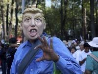 Protestu proti Trumpovi sa zúčastnilo okolo 20-tisícl ľudí.
