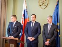 Zľava: Predseda vlády SR Robert Fico, predseda NR SR Andrej Danko a podpredseda NR SR Béla Bugár.