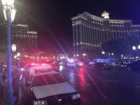 Policajný zásah pred hotelom Bellagio.