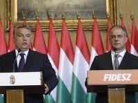 Maďarský premiér Viktor Orbán (vľavo) a predseda parlamentnej frakcie maďarskej vládnej strany Fidesz Lajos Kósa.