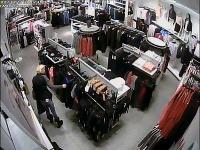 Neznáma páchateľka ukradla v predajni s oblečením veci v hodnote viac ako 900 eur.