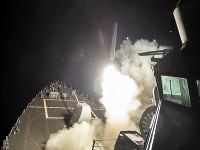 Spojené štáty odpálili vo štvrtok večer približne 60 riadených striel na leteckú základňu v Sýrii.