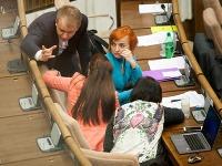 Nezaradení poslanci kritizujú pripravované zmeny Zákonníka práce.