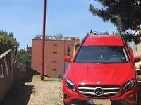 Vodičovi červeného mercedesu pokus nevyšiel