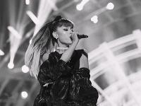 kto je datovania Ariana Grande Dobrý datovania webové stránky zadarmo