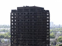 Po požiari v budove Grenfell Tower ostali desiatky mŕtvych