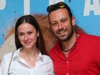 Anna Rakovská s priateľom Robom Jakabom na premiére filmu Špina.
