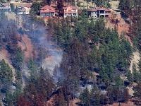 Lesné požiare v Kanade si vynútili evakuáciu 37.000 ľudí