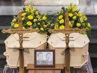 Manželov dnes pochovali.
