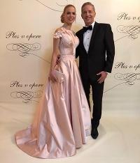 Kráľovná Plesu v opere 2019  Zvoľte si najkrajšiu dámu večera! – Navva b384e2c7a6d