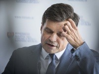 Peter Plavčan sa má čoskoro vzdať funkcie.