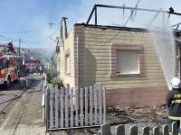 Strechu rodinného domu v obci Sirník v okrese Trebišov zničil požiar.