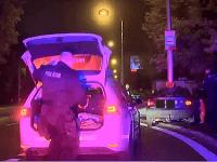 Nezodpovedný vodič unikal polícii s mladou rodinkou v aute